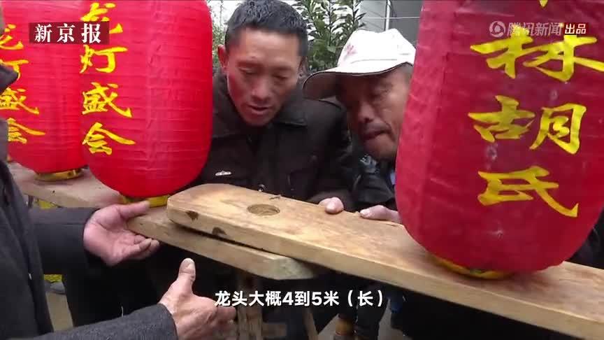 """[视频]江西一村近千人舞千米""""板凳龙""""祈福 村民抢龙须求好运"""