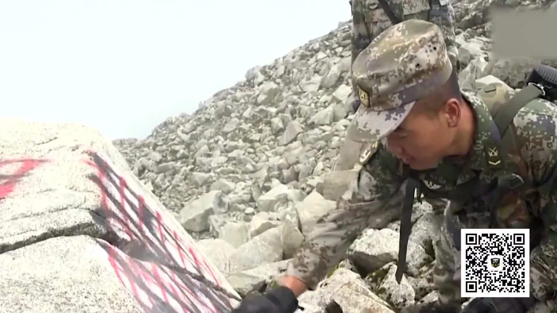 """[视频]大快人心!驻藏边防官兵清除非法标识 红漆写下""""中国"""""""