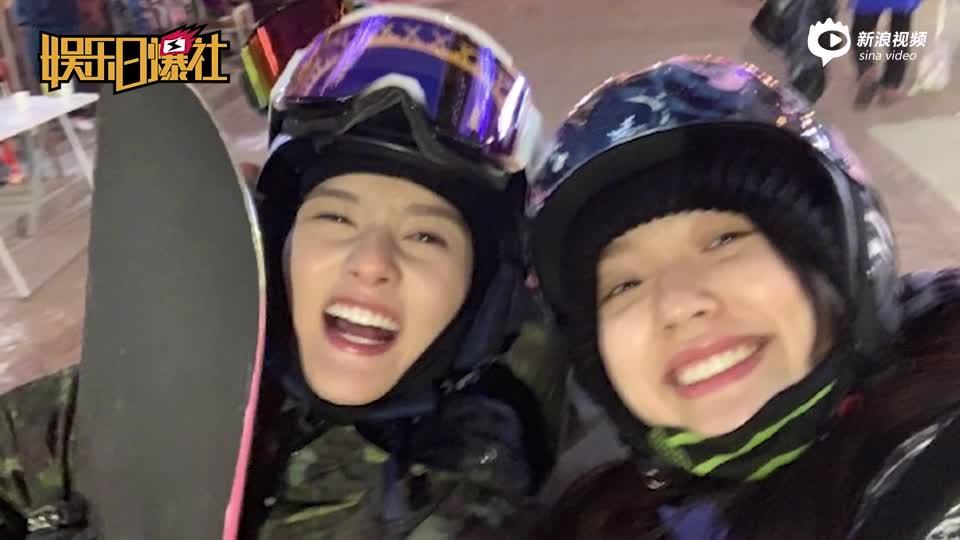 [视频]林允宋祖儿姐妹花一起滑雪 玩自拍凹搞怪造型超可爱