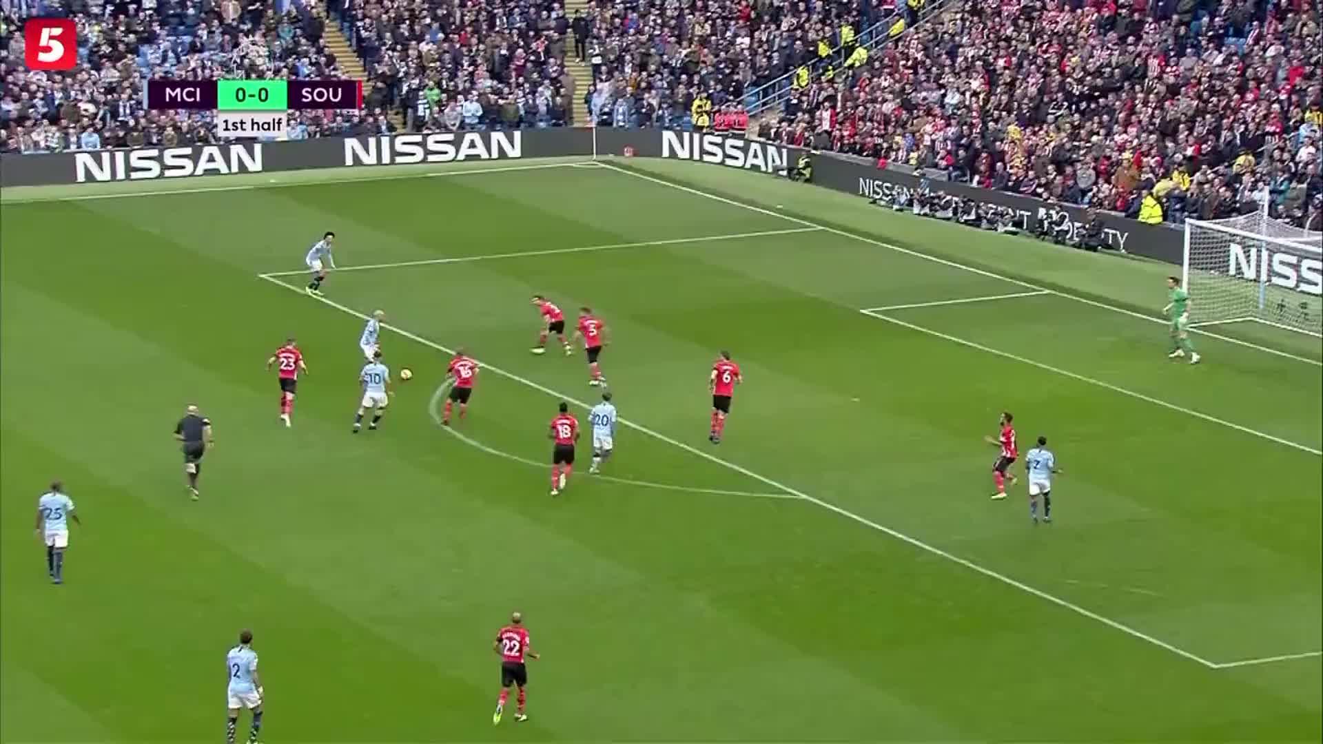[视频]英超:曼城主场6-1狂胜南安普顿独自领跑 斯特林2球2助攻