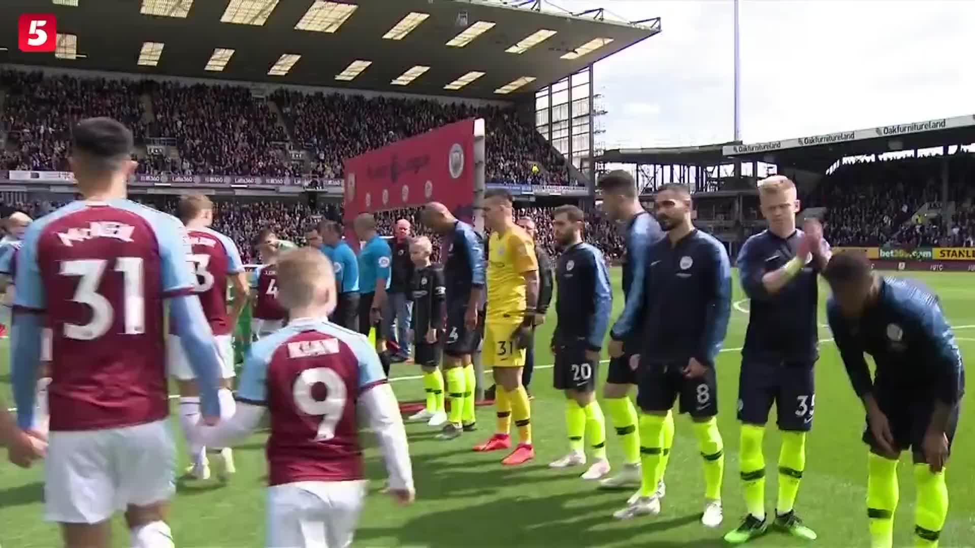 [视频]英超:曼城1-0豪取12连胜返榜首 阿圭罗一剑封喉