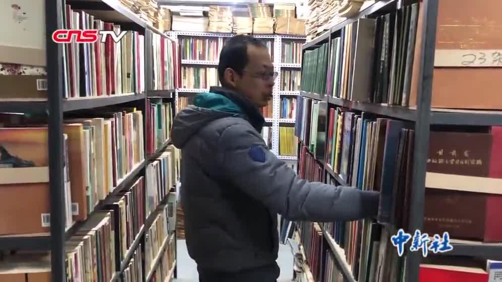 [视频]兰州80后收藏古籍文献万余册 享受淘书的乐