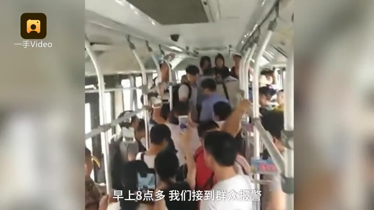 [视频]娃哭太凶乘客报警 亲妈被当人贩当场气晕