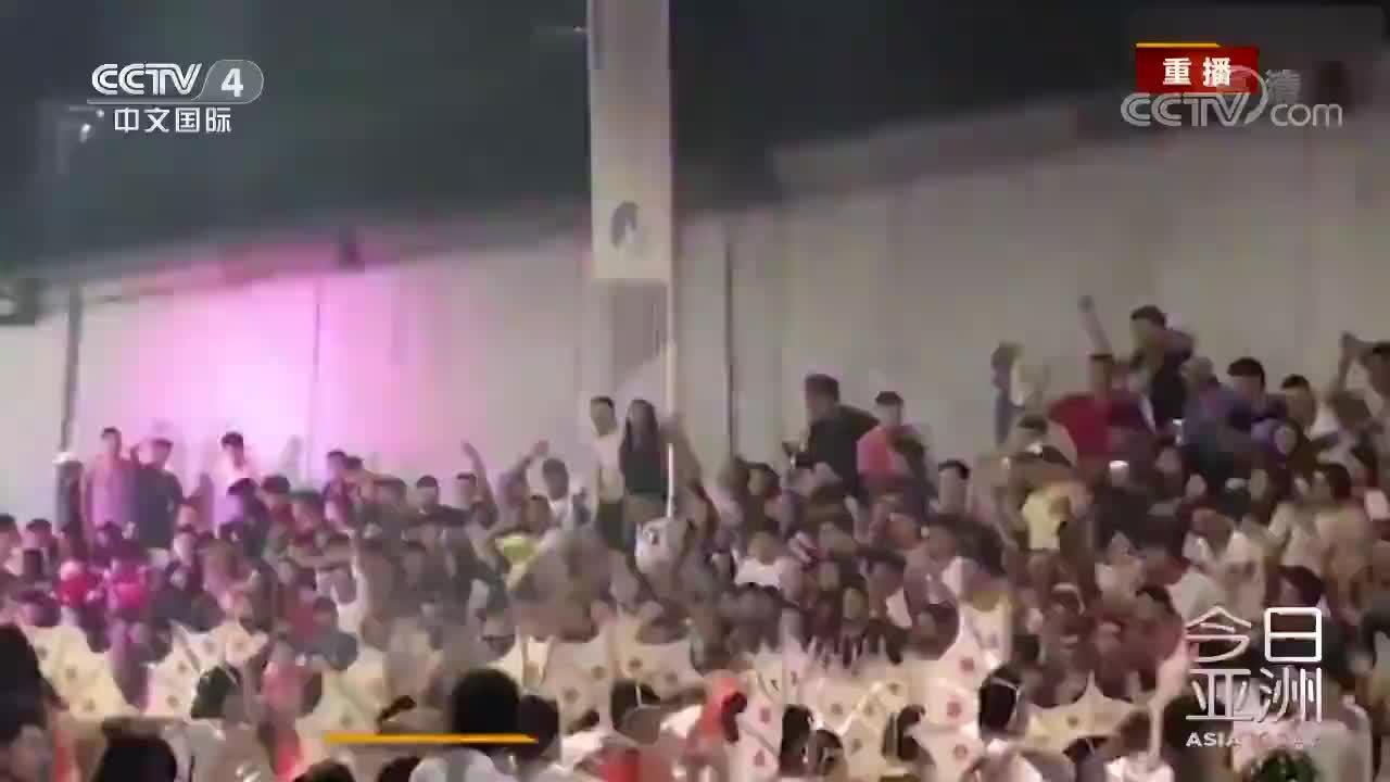 [视频]阿根廷狂欢节遇险 观众太嗨跳塌看台