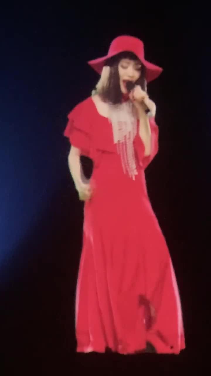 [视频]向华强70岁生日派对 张国荣梅艳芳通过4D投影技术重返舞台