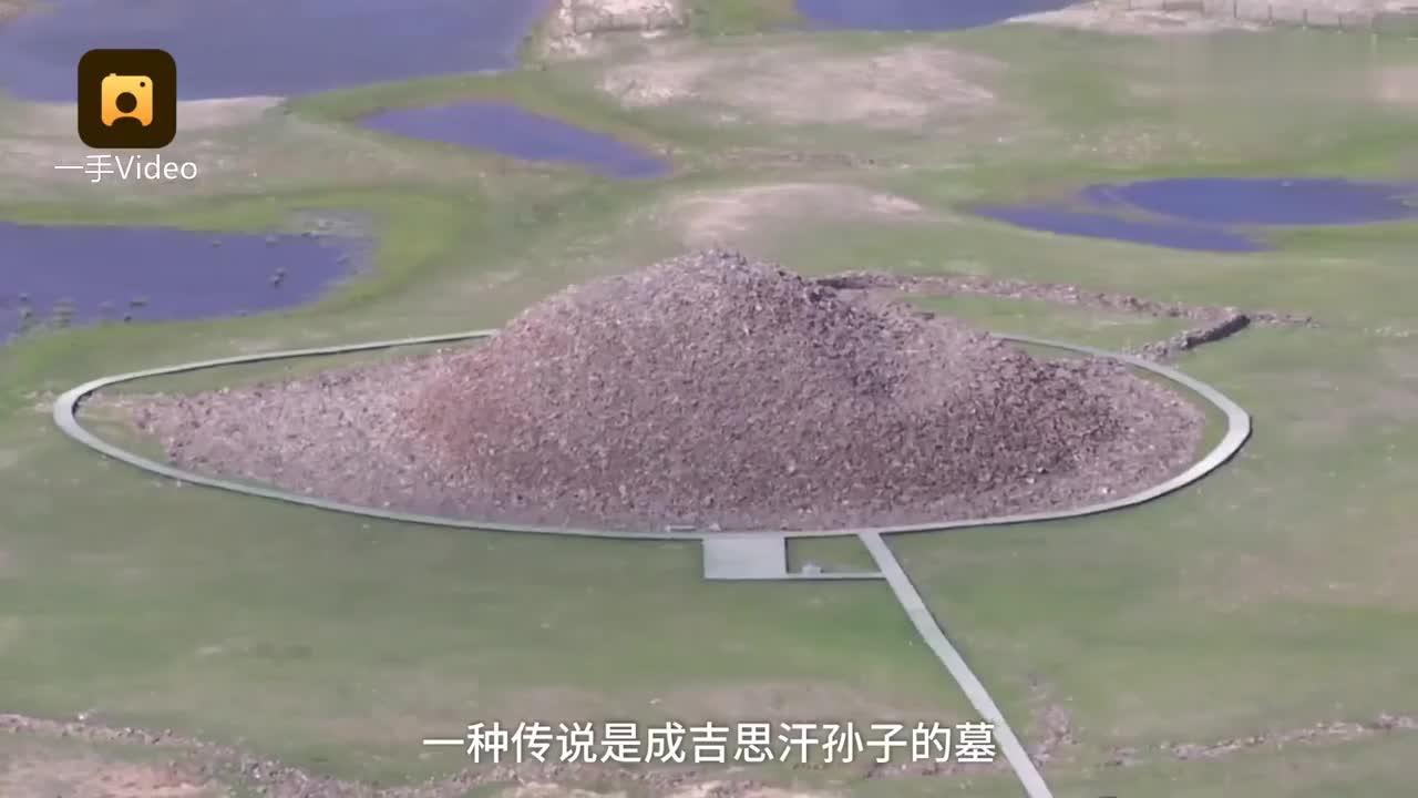 [视频]新疆也有金字塔?15米石堆环水而建