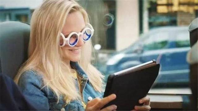 [视频]世界首款防晕车眼镜上市 戴上可缓解晕车症状