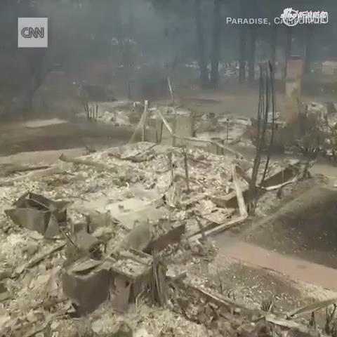 [视频]震撼航拍:美国加州天堂镇山火过后 房屋被烧成灰烬