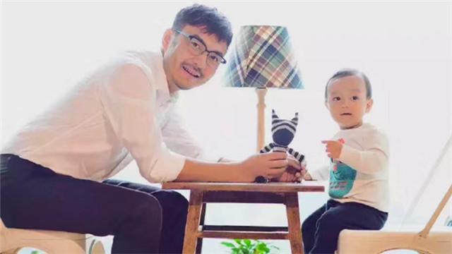 [视频]小沐沐四周岁汪涵幸福陪伴 父子同框温馨惹人羡
